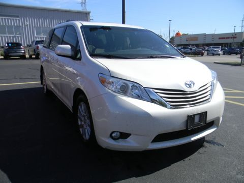 Pre-Owned 2017 Toyota Sienna XLE Premium AWD 7-Passenger